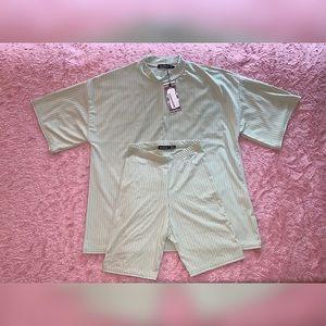 Boohoo Oversized T Shirt and Biker Short set-Green